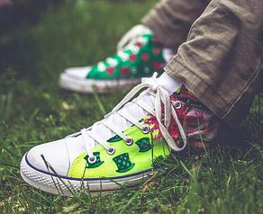 Mit Acrylfarbe Und Markern Schuhe Bemalen Artina Magazin